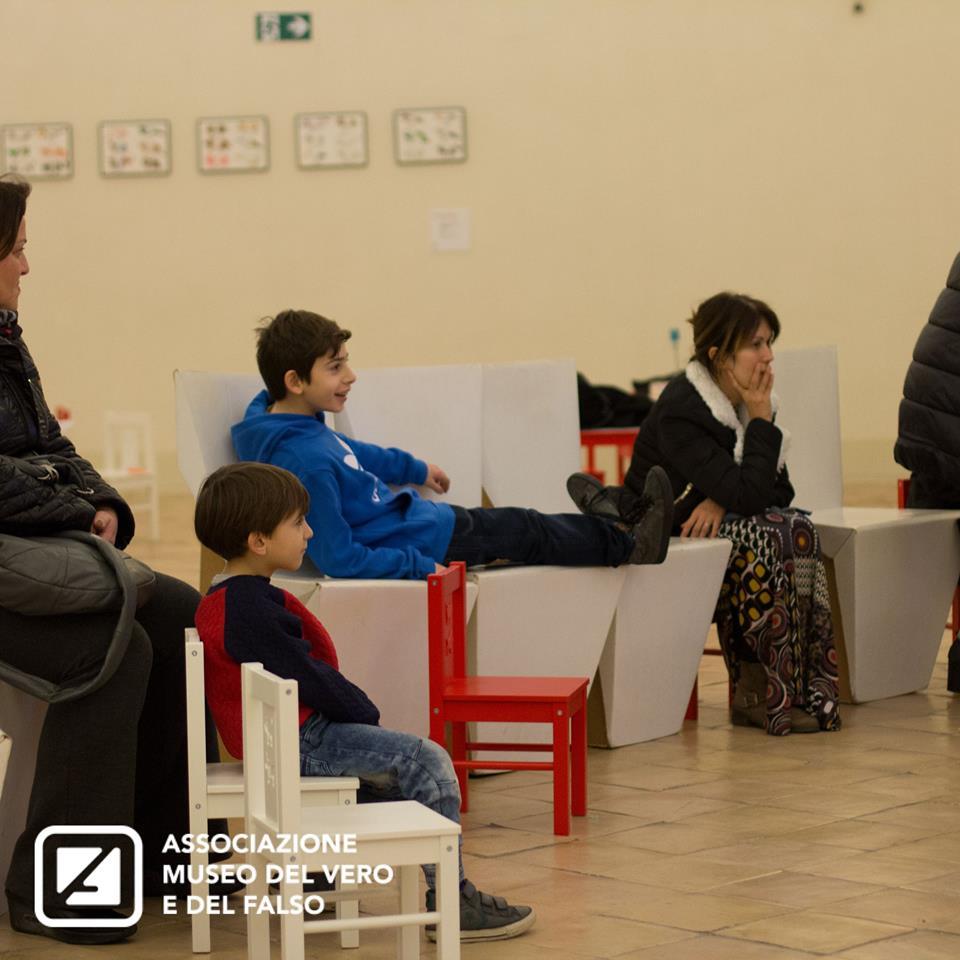 Miti, favole e altre storie: Cappuccetto Rosso   Associazione Museo del Vero e del Falso