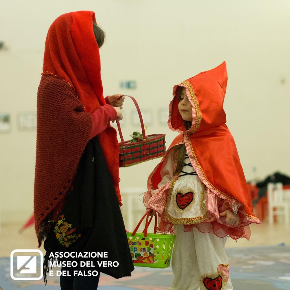 Miti, favole e altre storie: Cappuccetto Rosso | Associazione Museo del Vero e del Falso