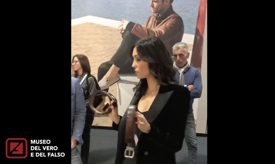 """Tavoletta anti-fake, C. Balivo visita la mostra """"Questa non è una sòla"""""""